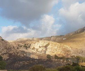 https://www.tp24.it/immagini_articoli/15-08-2019/1565889344-0-vasto-incendio-pizzolungo-fiamme-minacciano-case.jpg