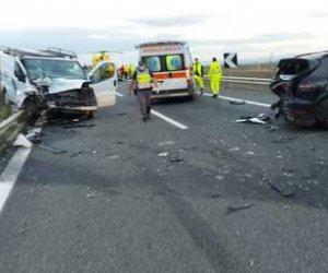 https://www.tp24.it/immagini_articoli/15-10-2020/1602738510-0-sicilia-scontro-tra-furgone-e-suv-sull-a19-un-morto-e-un-ferito.jpg