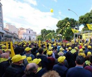 https://www.tp24.it/immagini_articoli/15-11-2019/1573797720-0-sicilia-ventimila-agricoltori-piazza-lattacco-musumeci.jpg