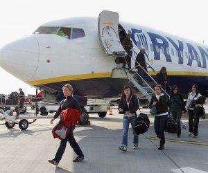 https://www.tp24.it/immagini_articoli/15-12-2017/1513293350-0-caro-biglietti-nataletariffe-troppo-alte-pendolari-siciliani-cost.jpg