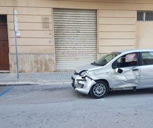 https://www.tp24.it/immagini_articoli/16-01-2020/1579163382-0-trapani-incidente-allincrocio-ferito-uomo-bordo-scooter.jpg
