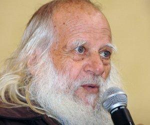 https://www.tp24.it/immagini_articoli/16-03-2020/1584380686-0-omicidio-agostino-padre-vincenzo-posso-tagliarmi-ancora-barba.jpg