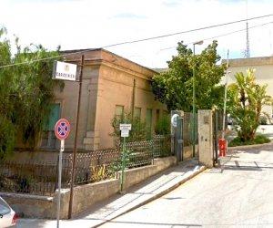 https://www.tp24.it/immagini_articoli/16-04-2019/1555400656-0-castelvetrano-scavalca-recinzione-comando-carabiniere-spara.jpg