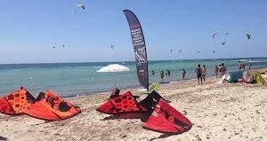 https://www.tp24.it/immagini_articoli/16-04-2019/1555438219-0-comincia-male-stagione-kite-surf-marsala-fioccano-multe-capitaneria.jpg