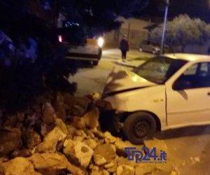 https://www.tp24.it/immagini_articoli/16-04-2019/1555446205-0-marsala-incidente-istria-auto-muro-feriti.jpg