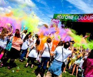 https://www.tp24.it/immagini_articoli/16-05-2018/1526454543-0-alcamo-holi-park-festival-musica-colore-divertimento-collettivo.jpg