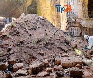 https://www.tp24.it/immagini_articoli/16-06-2021/1623839764-0-marsala-a-scacciaiazzo-c-e-una-cittadella-sotteranea-dei-rifiuti-ecco-le-foto.jpg