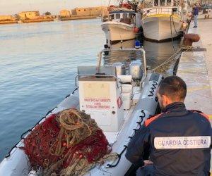 https://www.tp24.it/immagini_articoli/16-10-2019/1571241861-0-chilometro-mezzo-reti-illegali-porto-marsala.jpg