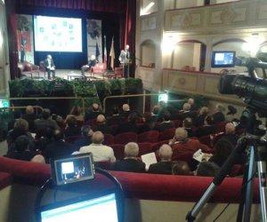 https://www.tp24.it/immagini_articoli/16-11-2013/1384638456-0-il-bilancio-della-prima-giornata-del-forum-internazionale-di-marsala.jpg