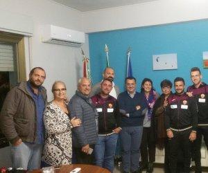 https://www.tp24.it/immagini_articoli/16-11-2017/1510854309-0-bianco-arancio-petrosino-squadra-incontra-sindaco-giacalone.jpg