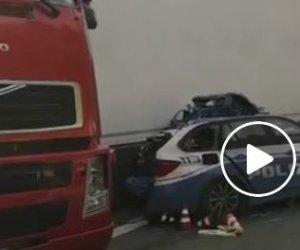 https://www.tp24.it/immagini_articoli/17-01-2019/1547711426-0-incidente-mortale-sulla18-video-cordoglio-polizia-stato.jpg