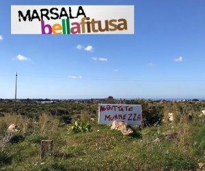 https://www.tp24.it/immagini_articoli/17-02-2020/1581936857-0-marsala-bella-fitusa-cartello-buttate-munnezza-pastica-bruciata-bambina.jpg