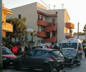 https://www.tp24.it/immagini_articoli/17-02-2020/1581959111-0-marsala-brutto-incidente-trapani-auto-coinvolte-cinque-feriti.jpg