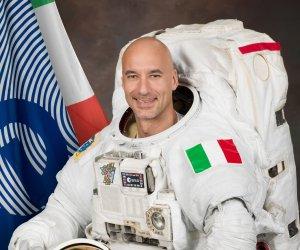 https://www.tp24.it/immagini_articoli/17-02-2021/1613599857-0-scrittori-di-classe-anche-una-scuola-di-marsala-premiata-dall-astronauta-parmitano.jpg