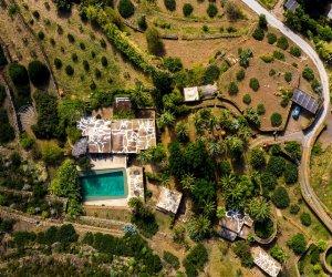 https://www.tp24.it/immagini_articoli/17-02-2021/1613600107-0-pantelleria-in-vendita-il-dammuso-dei-vip-del-fotografo-fabrizio-ferri-ha-ospitato-anche-sting.jpg