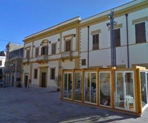 https://www.tp24.it/immagini_articoli/17-03-2021/1616019391-0-castelvetrano-il-padiglione-abusivo-della-movida-nel-sistema-delle-piazze.jpg