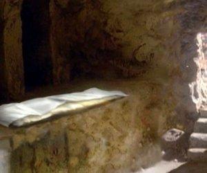 https://www.tp24.it/immagini_articoli/17-04-2017/1492407691-0-la-pigrizia-di-cristo-che-si-sveglia-dal-sepolcro-di-angelo-maria-ripellino.jpg