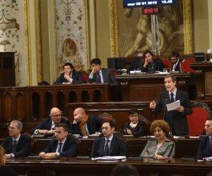 https://www.tp24.it/immagini_articoli/17-04-2019/1555486334-0-sicilia-musumeci-allars-sono-quercia-neanche-cespuglio-lasciatemi-lavorare.jpg