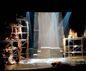 https://www.tp24.it/immagini_articoli/17-04-2019/1555510394-0-castelvetrano-cade-unimpalcatura-teatro-giovani-feriti.jpg