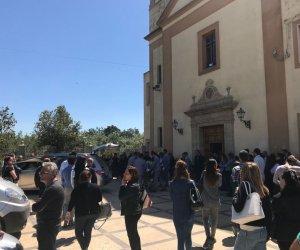 https://www.tp24.it/immagini_articoli/17-05-2018/1526562134-0-marsala-folla-commozione-funerali-moretti.jpg