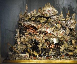 https://www.tp24.it/immagini_articoli/17-05-2021/1621242717-0-trapani-restaurato-il-presepe-marino-custodito-al-museo-pepoli.jpg