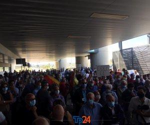https://www.tp24.it/immagini_articoli/17-06-2020/1592390669-0-volano-aeroplanini-di-carta-oggi-la-protesta-all-aeroporto-di-trapani-birgi.jpg