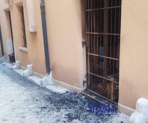https://www.tp24.it/immagini_articoli/17-07-2019/1563342475-0-trapani-incendio-notte-devasta-rakija-cocktail-immagini.jpg