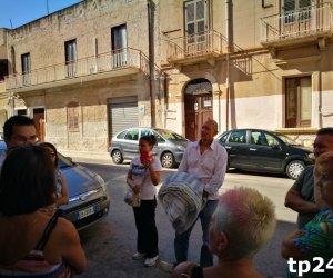https://www.tp24.it/immagini_articoli/17-09-2018/1537168840-0-trapani-poca-gente-rizzi-caso-cane-legato-ringhiera-picchiato.jpg