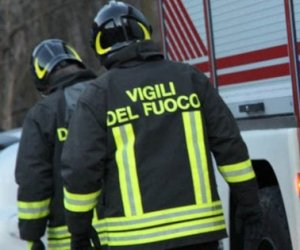https://www.tp24.it/immagini_articoli/17-09-2019/1568709741-0-lattentato-incendiario-alloleificio-campobello-indagini-gradi.jpg