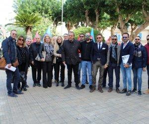 https://www.tp24.it/immagini_articoli/17-11-2019/1574004981-0-crisi-delledilizia-protesta-sindacati-prefettura-trapani.jpg