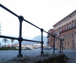 https://www.tp24.it/immagini_articoli/18-01-2018/1516257780-0-sicilia-vecchi-sprechi-solite-polemiche.jpg