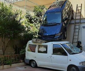 https://www.tp24.it/immagini_articoli/18-02-2020/1582004725-0-sbaglia-manovra-lauto-finisce-furgone-figlio-immagini.jpg