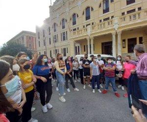 https://www.tp24.it/immagini_articoli/18-09-2021/1631945087-0-trapani-studenti-ripuliscono-strade-e-piaze.jpg