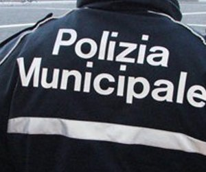 https://www.tp24.it/immagini_articoli/18-12-2019/1576686965-0-castelvetrano-tagliate-gomme-dellauto-allex-comandante-vigili-urbani.jpg
