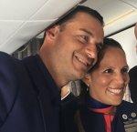https://www.tp24.it/immagini_articoli/19-01-2018/1516341560-0-papa-aereo-sposa-sorpresa-assistenti-volo-durante-viaggio-cile.jpg