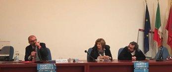 https://www.tp24.it/immagini_articoli/19-01-2018/1516376448-0-studenti-liceo-classico-marsala-lezione-giustizia-caringella.jpg