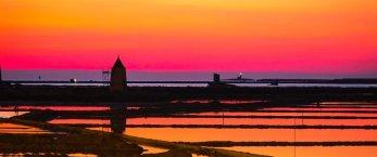 https://www.tp24.it/immagini_articoli/19-02-2020/1582102258-0-tramonto-saline-marsala-lottava-meraviglia-mondo-immagini.jpg