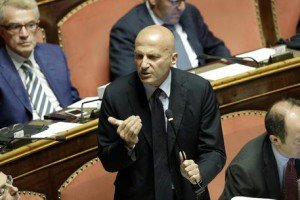 https://www.tp24.it/immagini_articoli/19-03-2017/1489931418-0-eversione-legislativa-la-mancata-decadenza-del-senatore-minzolini.jpg