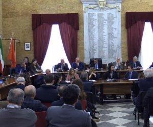 https://www.tp24.it/immagini_articoli/19-03-2018/1521457978-0-crisi-dellaeroporto-trapani-consiglio-comunale-aperto-marsala.jpg