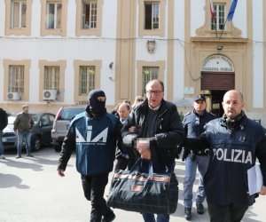 https://www.tp24.it/immagini_articoli/19-04-2018/1524157772-0-mafia-boss-messina-denaros-network-authorities-closing-fugitive-boss.jpg