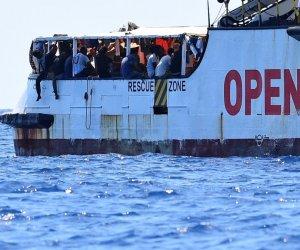https://www.tp24.it/immagini_articoli/19-08-2019/1566197718-0-open-arms-spagna-offre-porto-sicuro-dobbiamo-sbarcare-subito.jpg