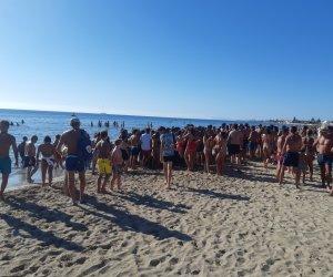 https://www.tp24.it/immagini_articoli/19-08-2019/1566210598-0-marsala-ladri-spiaggia-ragazzino-beccato-bagnanti-zaino-pieno-ciabatte.jpg