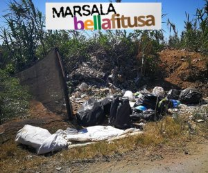 https://www.tp24.it/immagini_articoli/19-08-2019/1566223542-0-marsala-bella-fitusa-discarica-vergognosa-vicino-lidi-marakaibbo-playa-blanca.jpg