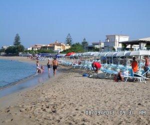https://www.tp24.it/immagini_articoli/19-09-2013/1379612323-0-ombrelloni-sporcizia-malcostume-finisce-l-estate-dell-anarchia-nelle-spiagge-di-marsala.jpg
