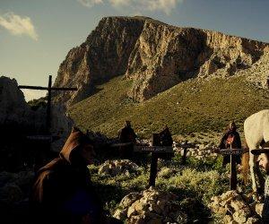 https://www.tp24.it/immagini_articoli/19-09-2019/1568875176-0-trailer-colomba-legend-sequel-quattro-carogne-malopasso.jpg