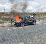 https://www.tp24.it/immagini_articoli/20-02-2019/1550682971-0-unauto-carabinieri-preso-fuoco-autostrada-sula-vicino-campobello-mazara.jpg