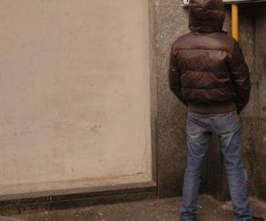 https://www.tp24.it/immagini_articoli/20-03-2017/1489995186-0-alcamo-fanno-la-pipi-sul-portone-di-una-casa-due-giovani-multati-per-10000-euro.jpg