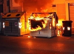 https://www.tp24.it/immagini_articoli/20-03-2017/1490013540-0-trapani-a-fuoco-due-cassonetti-dell-immondizia-ladri-in-un-centro-scommesse.jpg