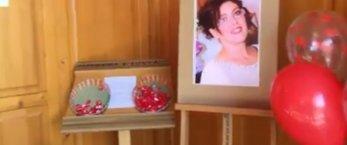 https://www.tp24.it/immagini_articoli/20-03-2019/1553066271-0-castelvetrano-folla-commossa-funerali-daniela-uccisa-brutalmente-marito.jpg