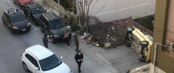 https://www.tp24.it/immagini_articoli/20-03-2020/1584728000-0-rocambolesco-incidente-marsala-auto-ribalta-nessun-ferito.jpg